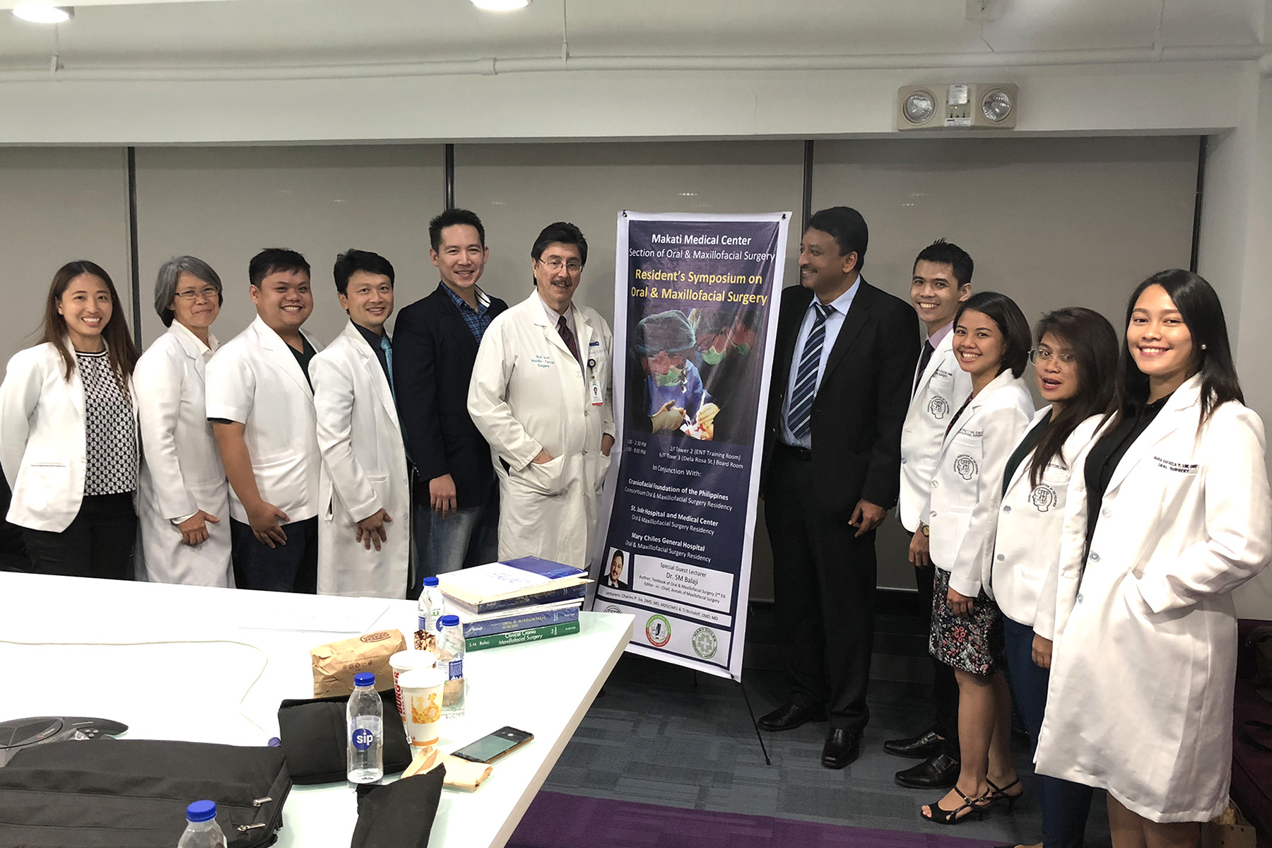 Prof SM Balaji with Dr Ted Nicoloff, Dr Charles Sia and some of the residents who attended his lecture