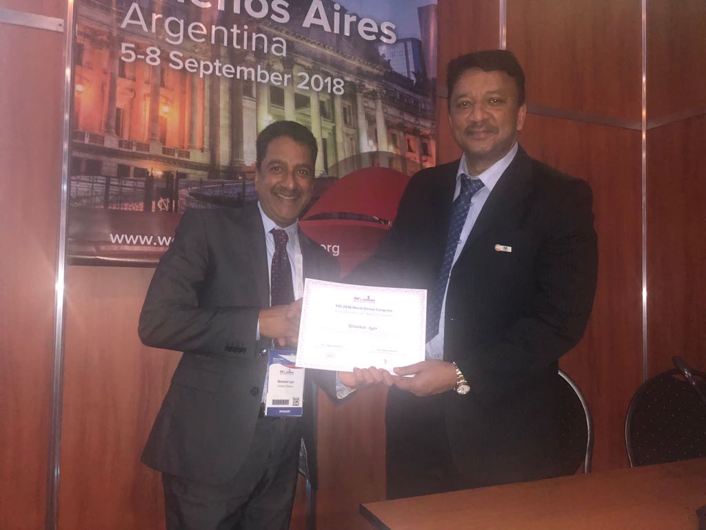 Dr SM Balaji presenting the Certificate of Excellence to Dr Shankar Iyer at the completion of his lecture at the plenary session