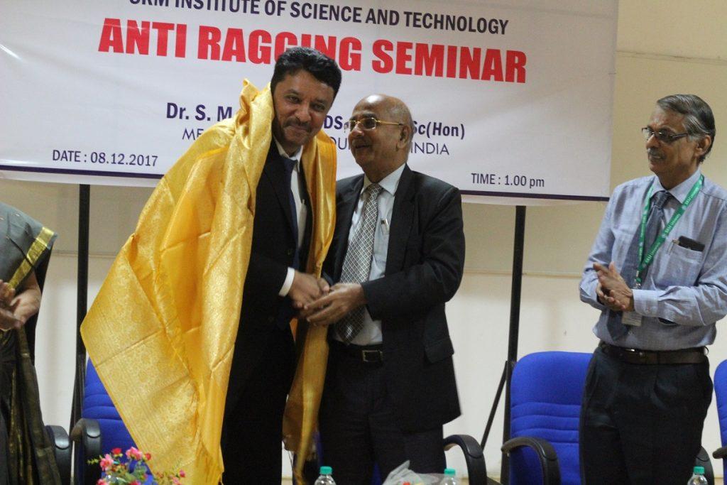Dr Sethuraman honoring Dr Balaji at the function