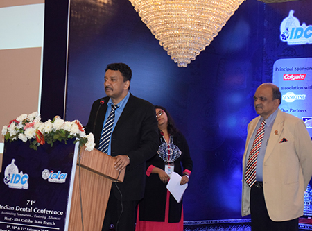 Dr. Balaji with co-moderator Dr. Suresh Meshram at the start of the scientific session