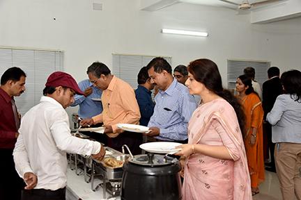 The informal dinner that followed the presentation